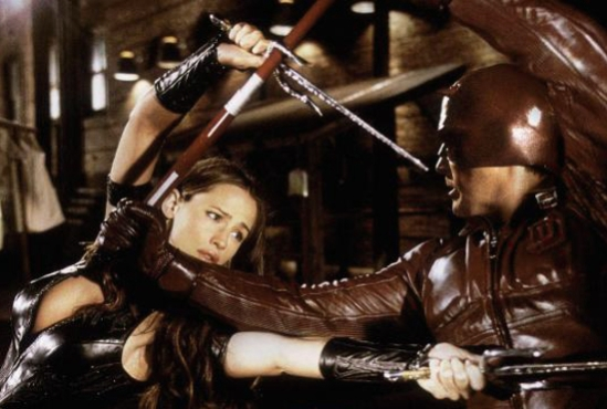 still-of-ben-affleck-and-jennifer-garner-in-daredevil-(2003)-large-picture